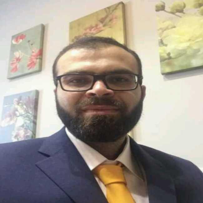 دكتور محمد حلمى استشارى و مدرس جراحات المخ و الأعصاب اطباء